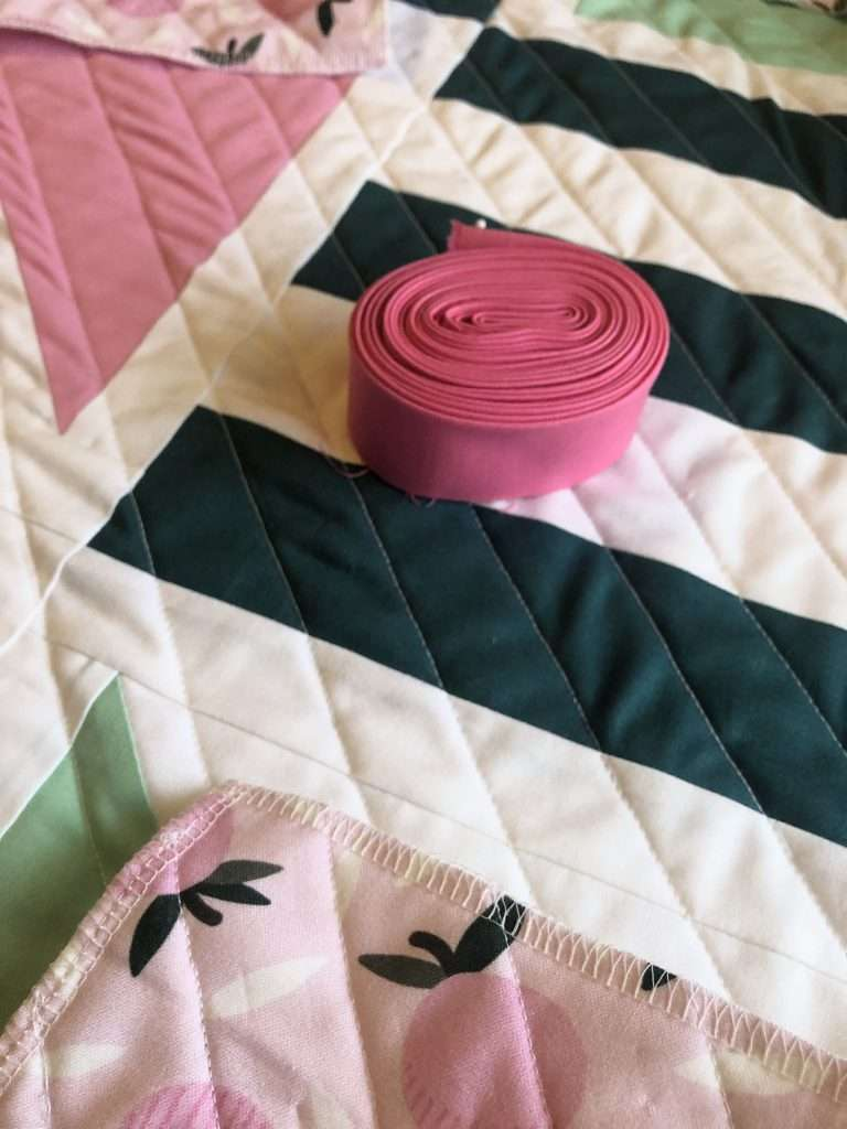 Learn how to make binding for a quilt, getting started with modern quilting, learn how to bind a quilt, homemadeemilyjane