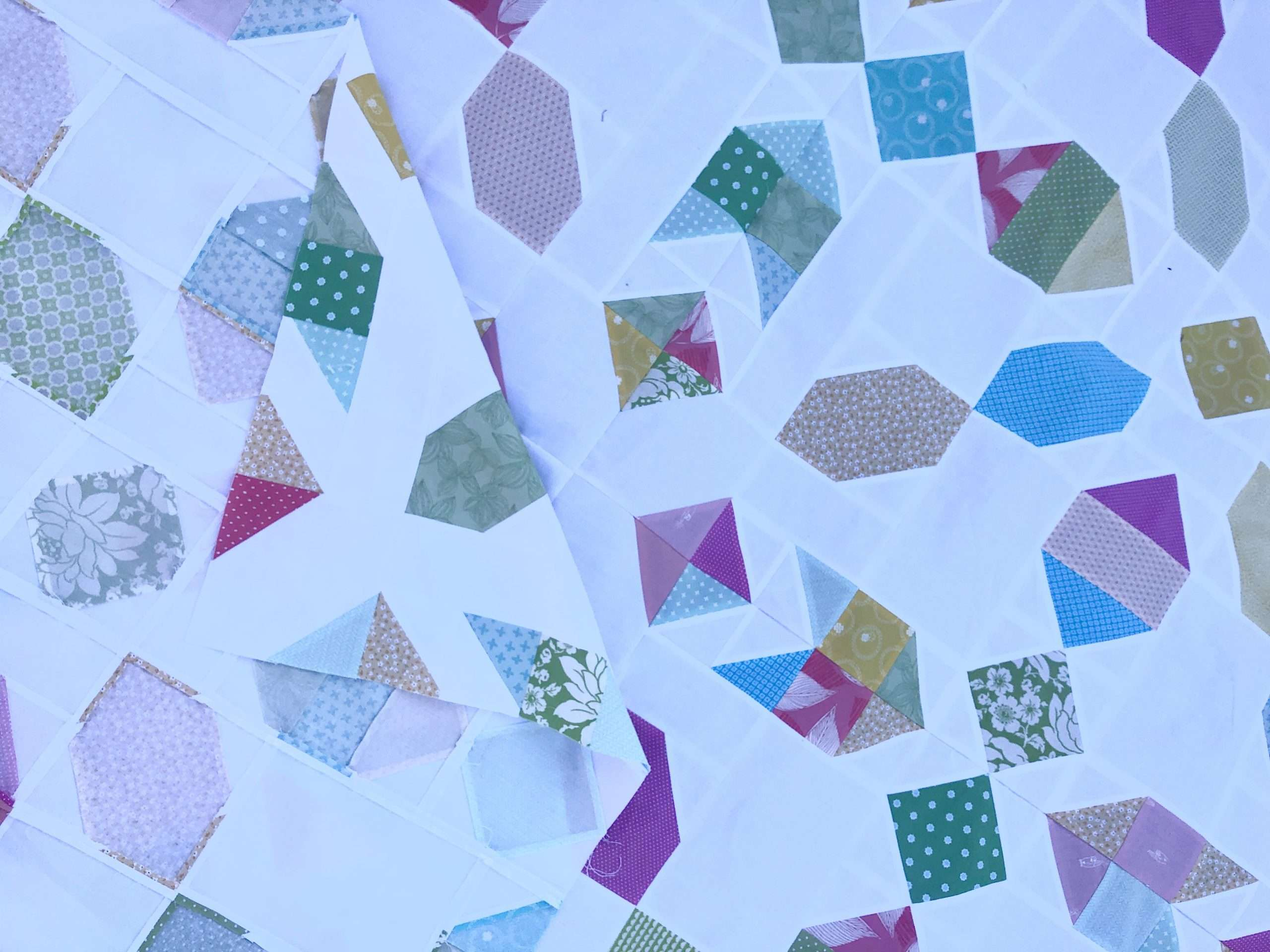 Connector Quilt fabric scraps, scrappy quilt pattern, easy quilt pattern, scrap buster, homemadeemilyjane, connector quilt, fabric scraps, fat quarter quilt pattern, throw size quilt