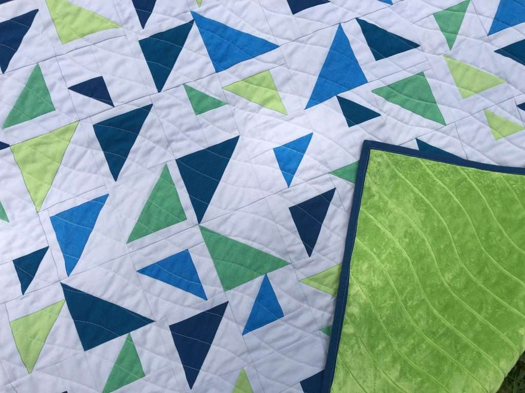 half square triangle, wavy line quilting design, wavy quilting texture, baby size triangular quilt, minky backing