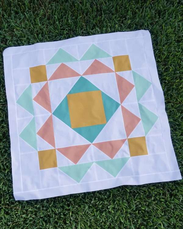 baby quilt patterns easy, gender neutral baby quilt, modern baby quilt using solid fabric, modern flying geese quilt pattern