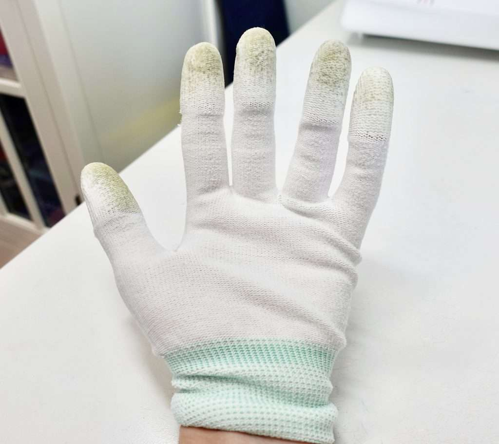 my secret tool for quilting on my home machine: quilting gloves! quilting gloves provide extra grip to make it easy to feed the quilt through the machine