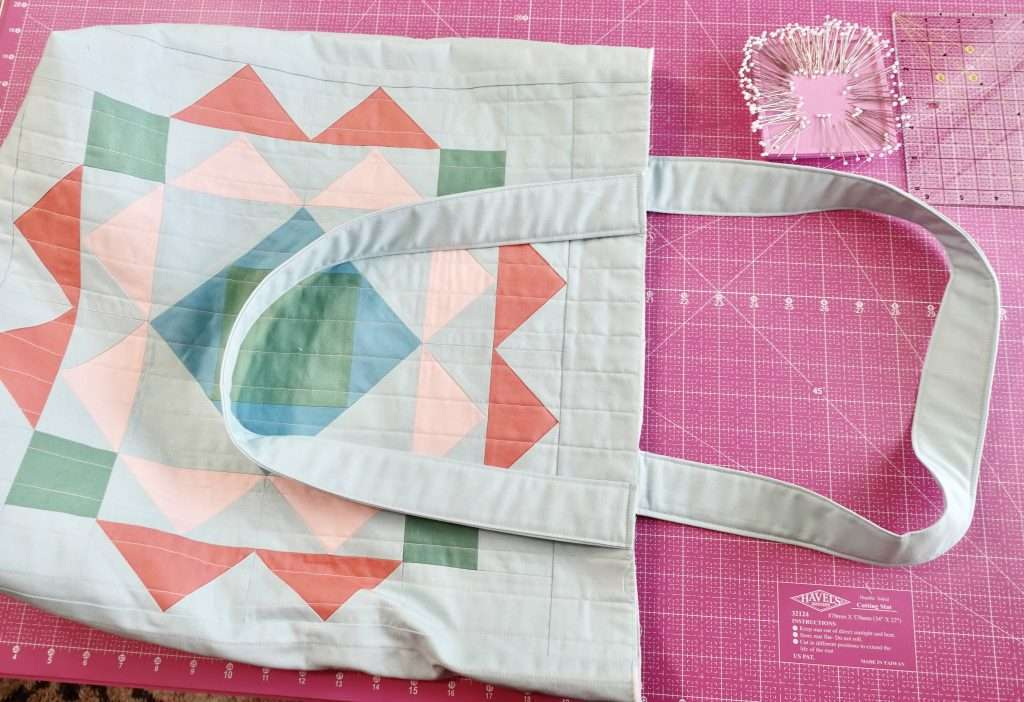 Paradigm Quilted tote bag Tutorial - make your own beach bag or grocery tote bag using the Paradigm Quilt Pattern by Homemade Emily Jane