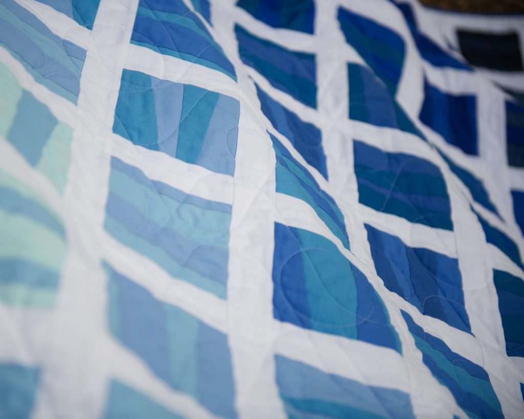 curvy and wavy quilting design that perfectly complements a geometric improv quilt pattern - the Stratus quilt pattern by Homemade Emily Jane